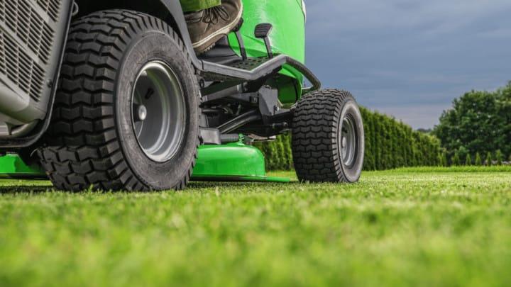 5 Best Garden Tractors – A Buyers Guide